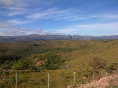 A deep cut runs through the mountains of Minas Gerais