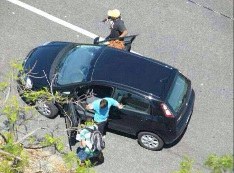 Armed robbery of a car in Recife in broad daylight following police strike.