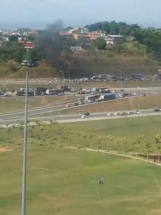Favela residents protest outside Oscar Neimeyer Cidade Administrativa building