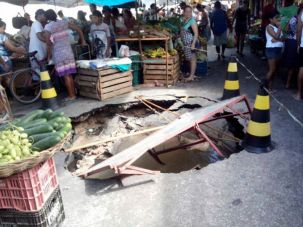 Massive pot-hole appears in a market in Brazil