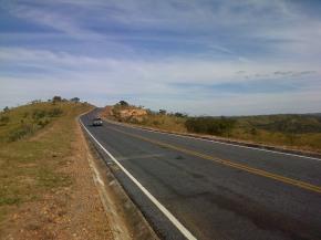 Road to Lapinha da Serra